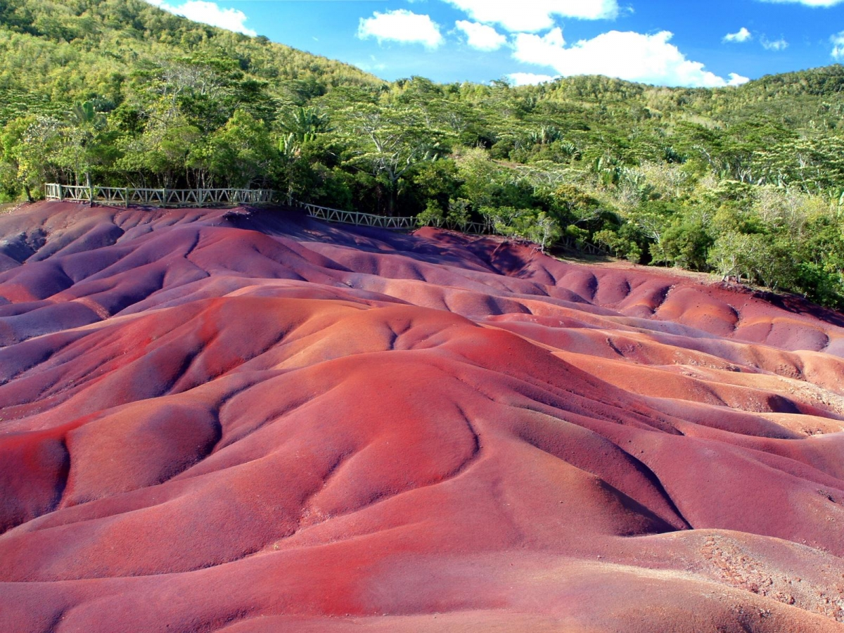 Chamarel-seven-coloured-earth (1)