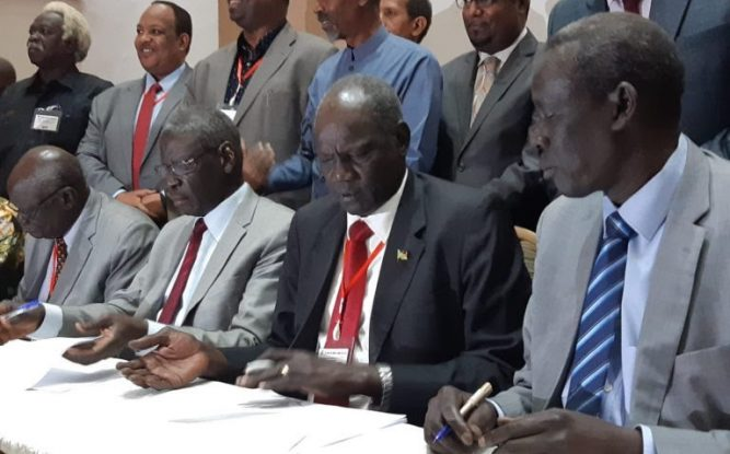 Parties-during-the-signing-ceremony-of-the-agreement-that-has-extened-the-pre-transitional-period-by-six-months-768x576