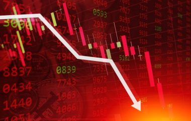 Financial_markets_going_down_concept_coffeekai_Getty_Images_large