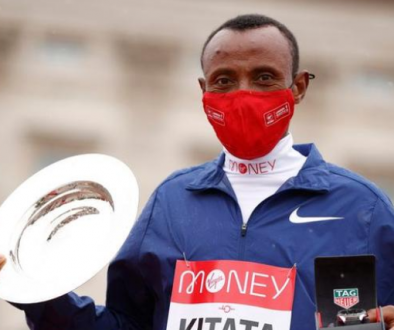 Shura Kitata outsprinted Kenya's Vincent Kipchumba to win a thrilling London Marathon